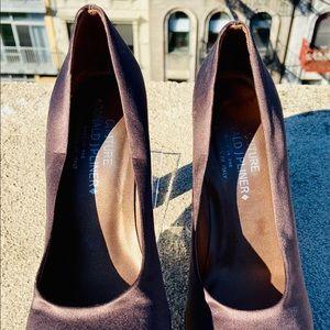 Donald J. Pliner Couture Cruz Pumps. Brown. Size 9